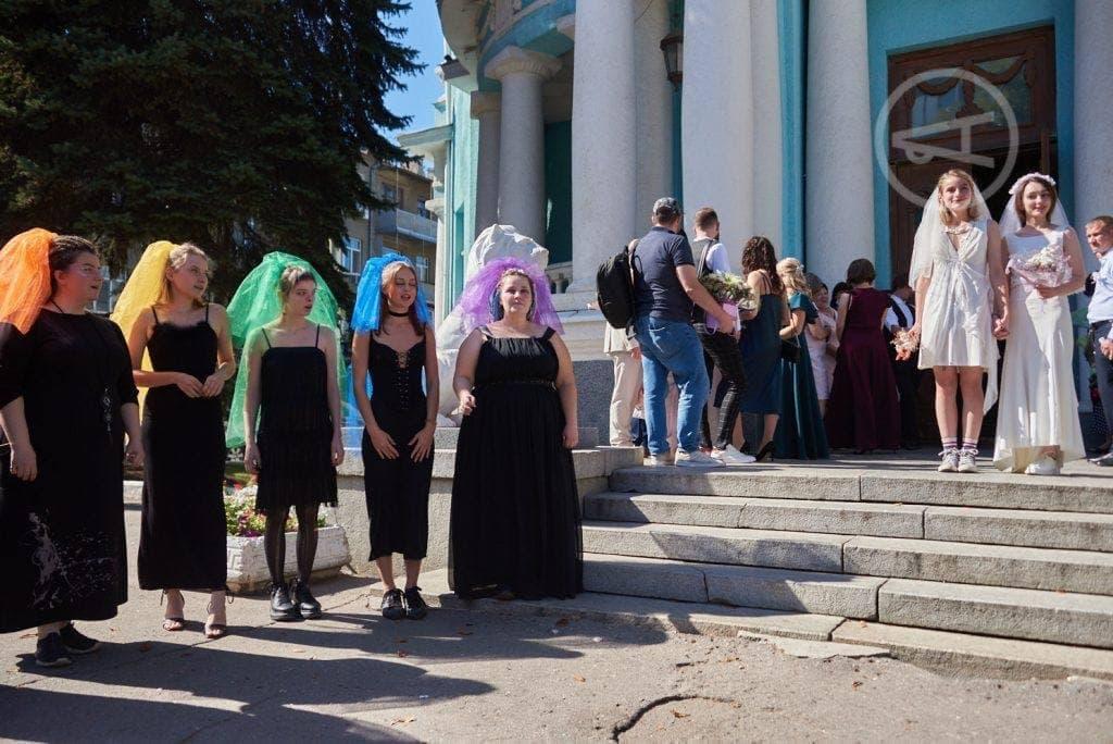 Новости Днепра про Как в Европе: в Харькове две представительницы ЛГБТ устроили свадьбу
