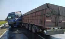 Дорогу залило топливом: под Днепром в ДТП попал МAN