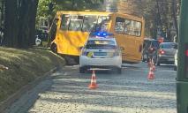 На Яворницкого километровая пробка из-за ДТП с маршруткой №157 (ФОТО)