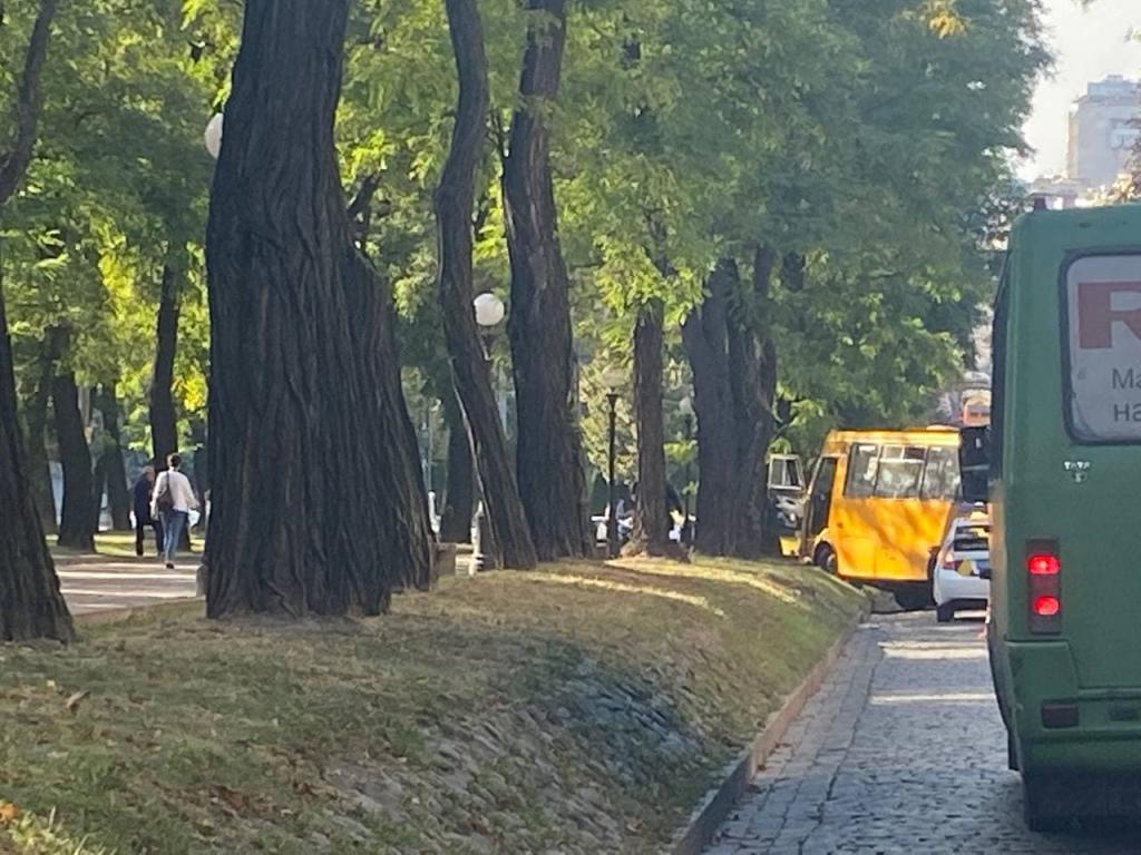 Новости Днепра про На Яворницкого километровая пробка из-за ДТП с маршруткой №157 (ФОТО)