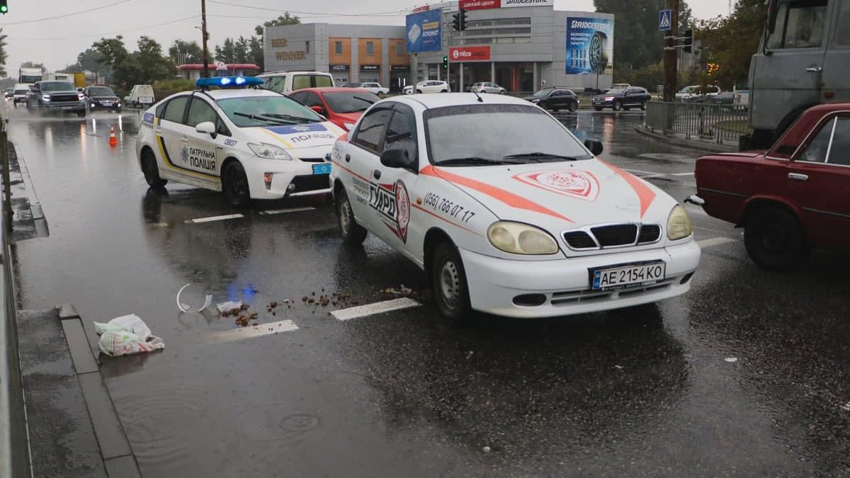 Новости Днепра про В Днепре на Набережной Победы машина охранной службы сбила на переходе пенсионерку