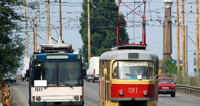 Новости Днепра про Сегодня общественный транспорт изменит маршрут: узнайте как доехать