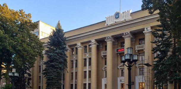 Как с открытки: в Днепре возле ЮМЗ восстановили старые фонарные столбы