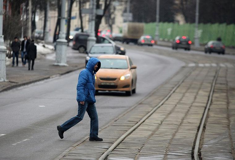 Новости Днепра про Попытка суицида или экономия времени: на Космической люди бросаются под авто