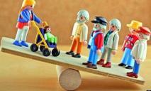 На 33 младенца 100 пенсионеров: в Днепре рассказали, сколько людей осталось в области