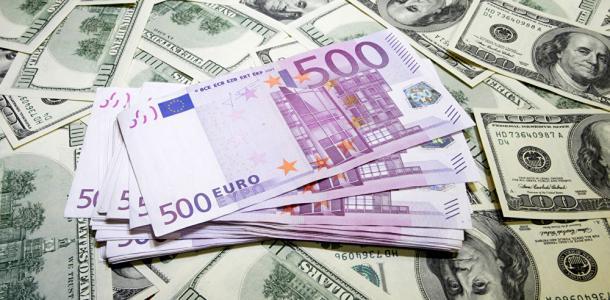 Доллар и евро покатились вниз: курс валют на 21 октября