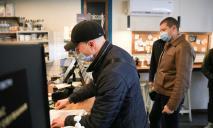 Вакцинированы ли работники кафе и магазинов Днепра: первая проверка