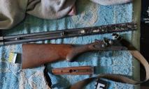 В Днепре мужчина устроил в арендованной квартире склад оружия
