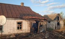 На Днепропетровщине участковый вынес 2 человек из горящего дома