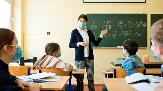 Новости Днепра про Без сохранения зарплаты: невакцинированных учителей отстранят от работы