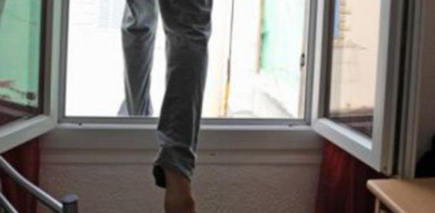 Надоело жить: в Днепре мужчина выпрыгнул из девятого этажа
