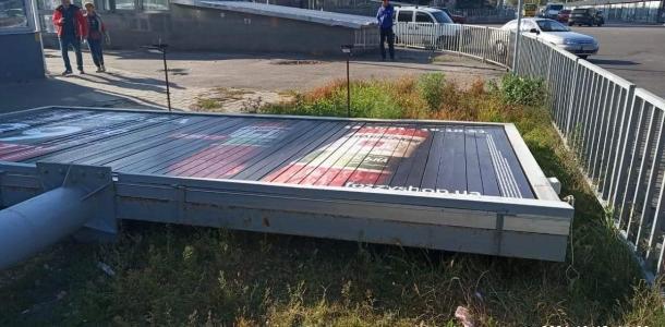 В Днепре продолжается демонтаж еще почти 150 незаконных рекламных конструкций