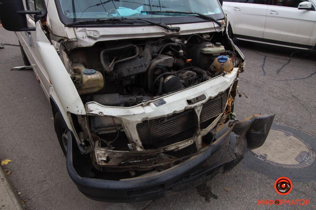 Новости Днепра про Ехали на зеленый, но столкнулись: в Днепре на Запорожском шоссе авария