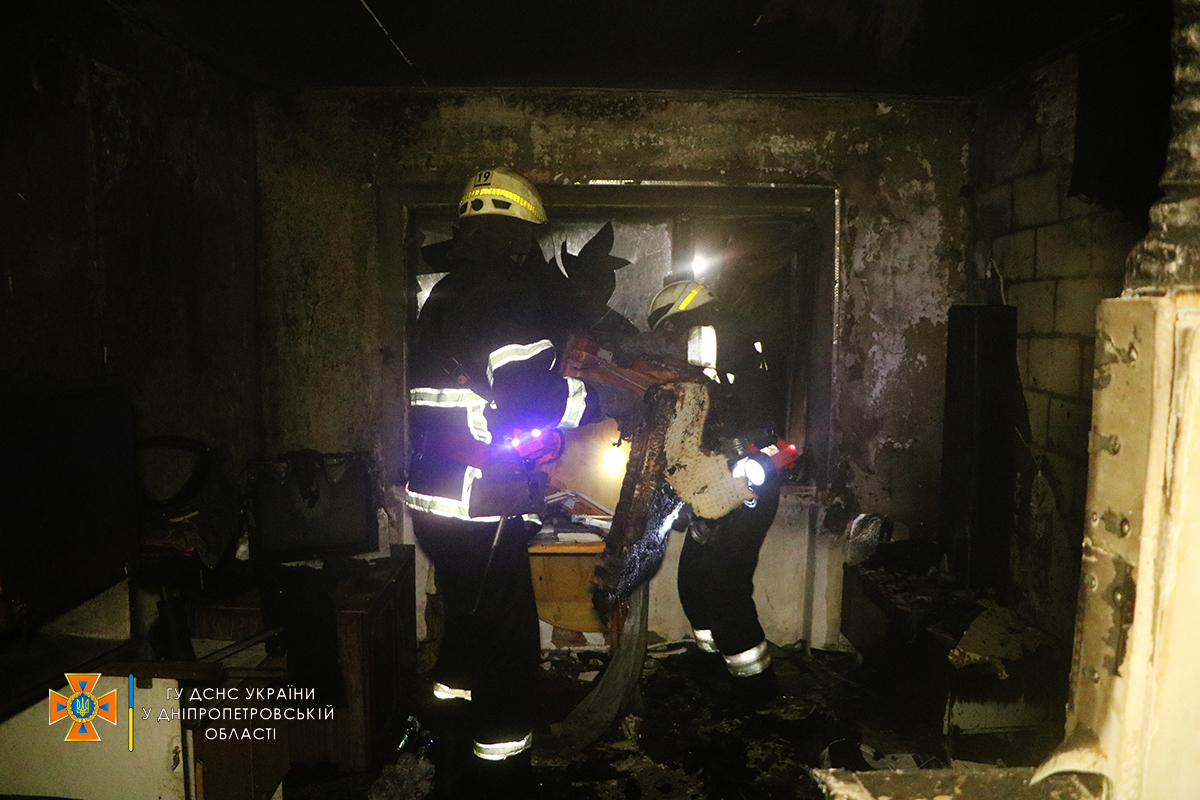 Новости Днепра про Экстренная эвакуация: взрослых и детей спасали из горящего общежития