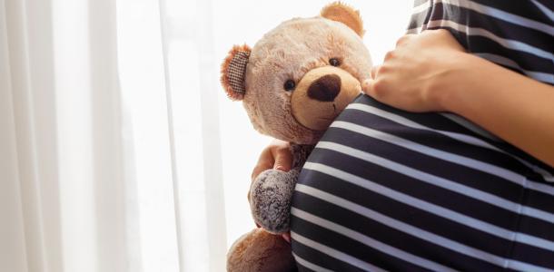 На высоте 4-го этажа: беременная никопольчанка застряла на дереве