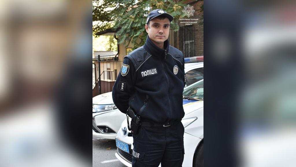 Новости Днепра про Лежали посреди улицы без сознания: в Каменском полицейский спас 2 девочек