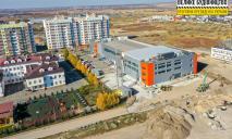 Для взрослых и детей: в Слобожанском завершают строительство бассейна