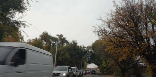 Километровые пробки: на въезде в Днепр стоят колонны автомобилей
