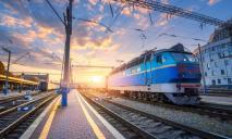 Ко Дню защитников и защитниц через Днепр пустят дополнительные поезда