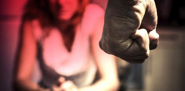Засунул тряпку в рот: в Днепре мужчина избил жену из-за сломанного крана