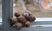 В Кривом Роге из окна многоэтажки выпала 9-летняя школьница
