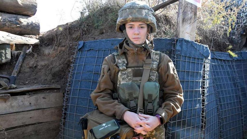 Новости Днепра про На Донбассе 20-летняя никопольчанка спасла тяжело раненого бойца