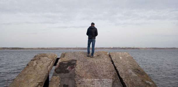 Тайна затонувшего причала на косе Победы-6: лодка-призрак и гигантские камни (ФОТО)
