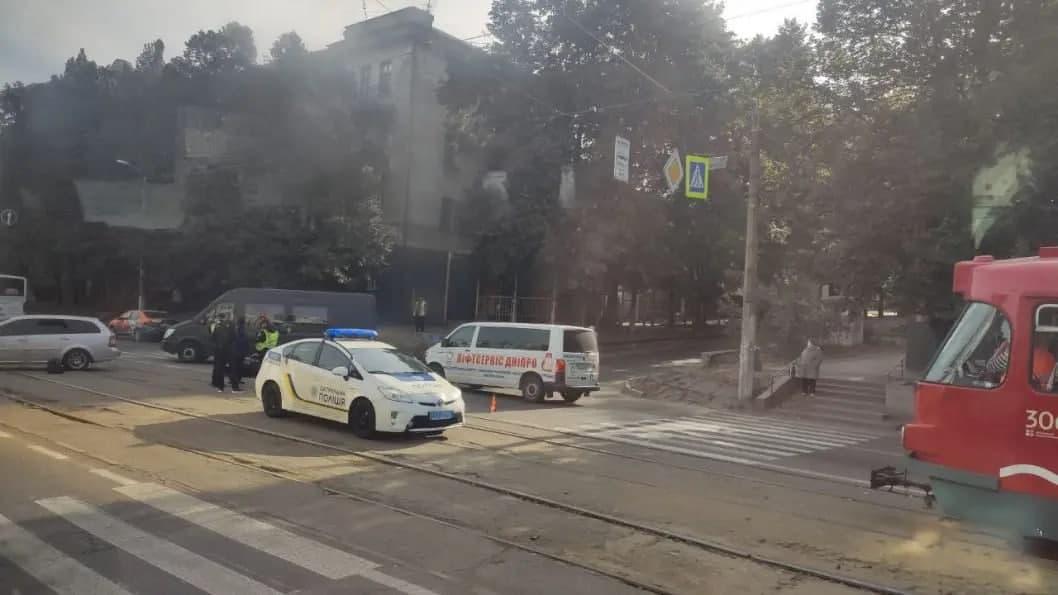 Новости Днепра про В Днепре на проспекте Ивана Мазепы столкнулись мотоциклист и Chevrolet
