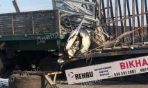 Уснул за рулем: на трассе Днепр-Харьков столкнулись два большегруза