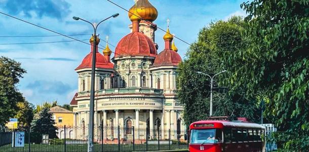 Как из сказки: водитель трамвая из Днепра делает необычные снимки транспорта