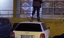 Как ниндзя: нетрезвый днепрянин едва не проломил крышу чужой машине