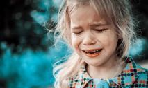 Избила 3-летнюю дочь до комы: на Днепропетровщине будут судить горе-мать