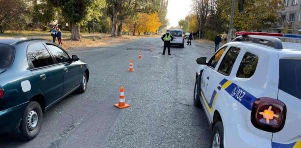 Тяжелые травмы: под Днепром Renault сбил двух маленьких девочек